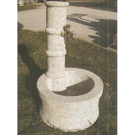 Fontana a colonna con base circolare