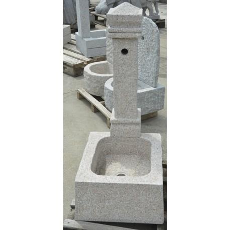 Fontana a colonna in granito