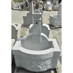 Fontana scolpita in granito